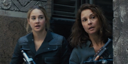 divergent-movie-review-beatrice-tris-mother-natalie-ashley-judd-shaeilene-woodley